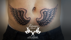 tatuaje-alas-angel-negro-y-gris-tataujes-pucon-by-nath-rodriguez-tattoo-artist-chile
