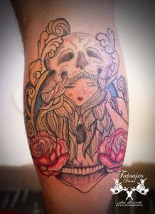 tatuajes-pucon-tatuaje-mujer-con-calavera